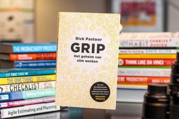 Zwevende boekcover Grip het geheim van slim werken van Rick Pastoor