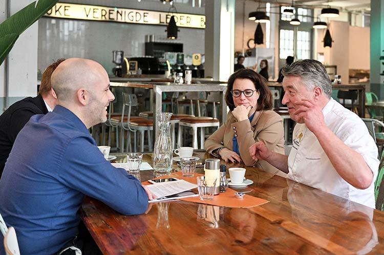 Robèrt van Beckhoven en Pirjo de Winkel in gesprek met beGuru