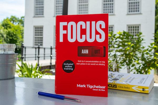 Cover shot van boek: 'Focus AAN/UIT'.