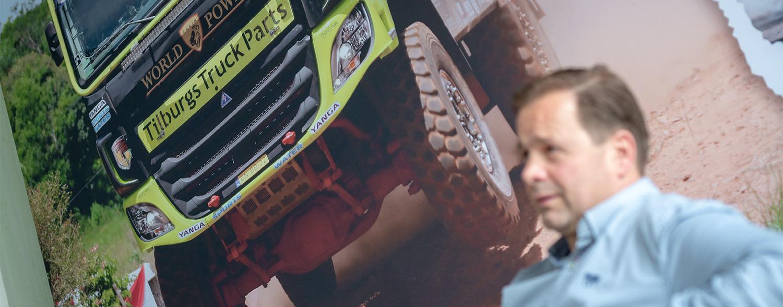 Close-up van Frank Tilburgs met zijn race truck